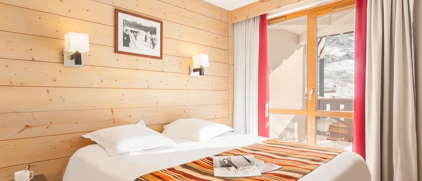 france_three-valleys-ski-area_val-thorens_le-tikal-apartments_bedroom2.jpg